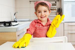 girl-doing-chores2_tiduoh